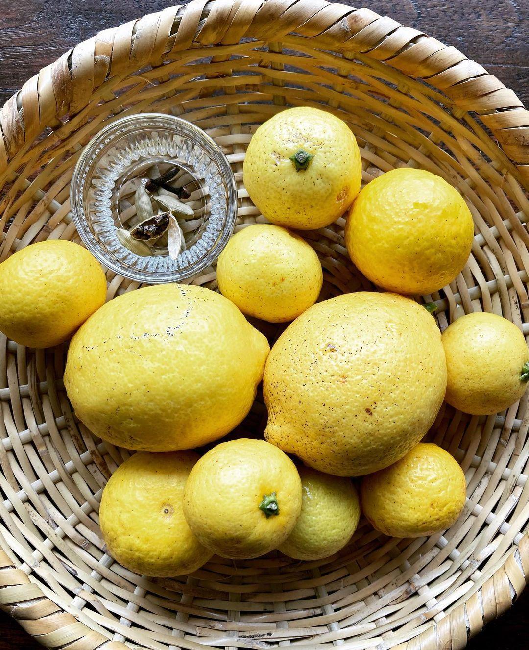 レモンと黄金柑の酵素シロップ、仕込み中。(2021.04.30)